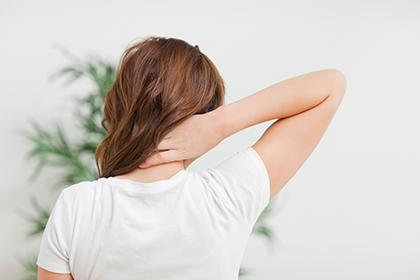 Защита шеи от темных пятен и отбеливающая косметика