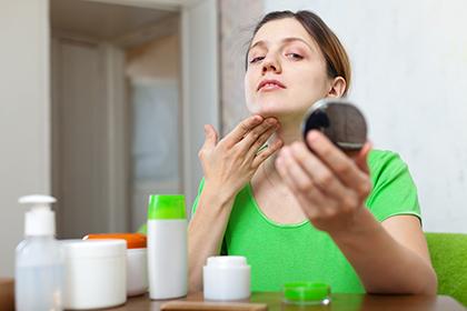 Прыщи на шее: особенности и лечение