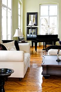 Элегантная гостиная с акцентом на пианино