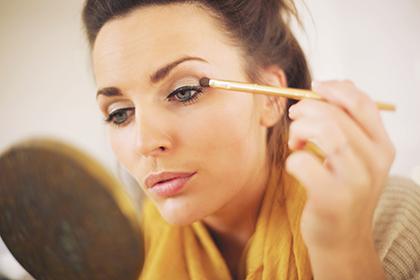 Макияж для серо-голубых глаз: основные правила и хитрости