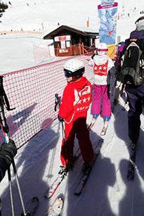 Подростки на лыжах