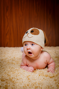 Выкладывание младенца на живот