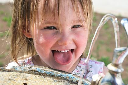 Простые, но действенные средства против икоты для детей