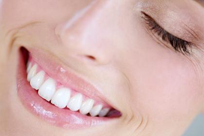 Эффективное отбеливание зубов в домашних условиях народными средствами и не только