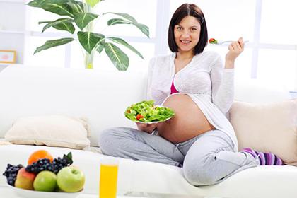 Из-за чего возникают заеды на губах во время беременности