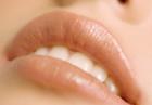 Уход за губами в домашних условиях защищает их от раннего старения