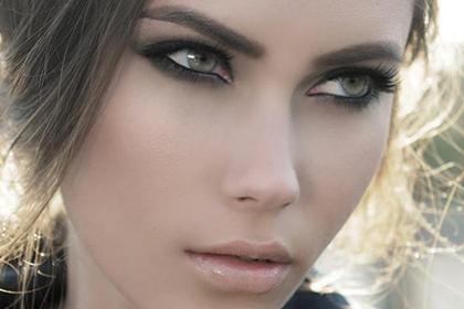Макияж для серо голубых глаз и русых волос